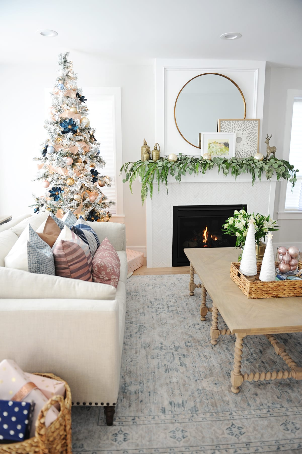 Christmas Living Room Decorating Ideas 4