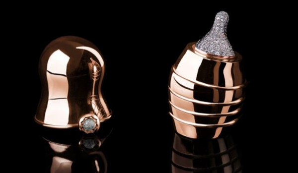 worlds-most-expensive-baby-bottle-made-of-gold-and-diamonds