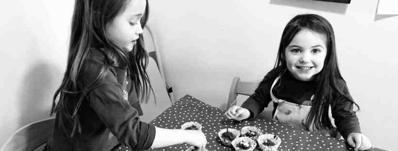 Ava and Thea decorating cakes