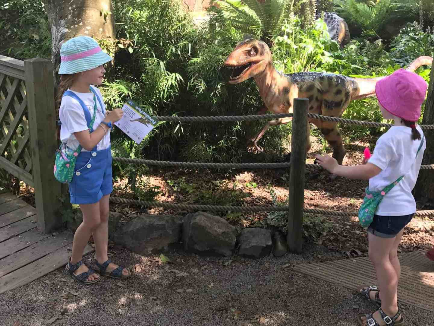 Ava and Thea meet a dinosaur