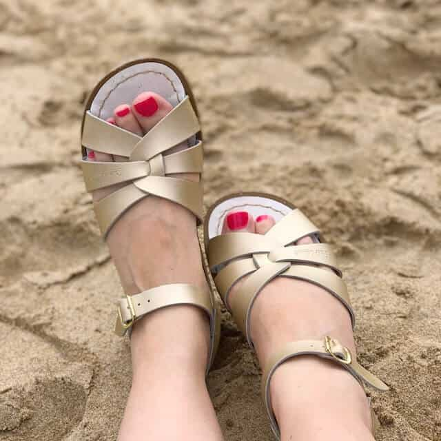 Gold Salt-Water Sandals with Gloss Works nail polish in Name of the Rose on the toe nails-3