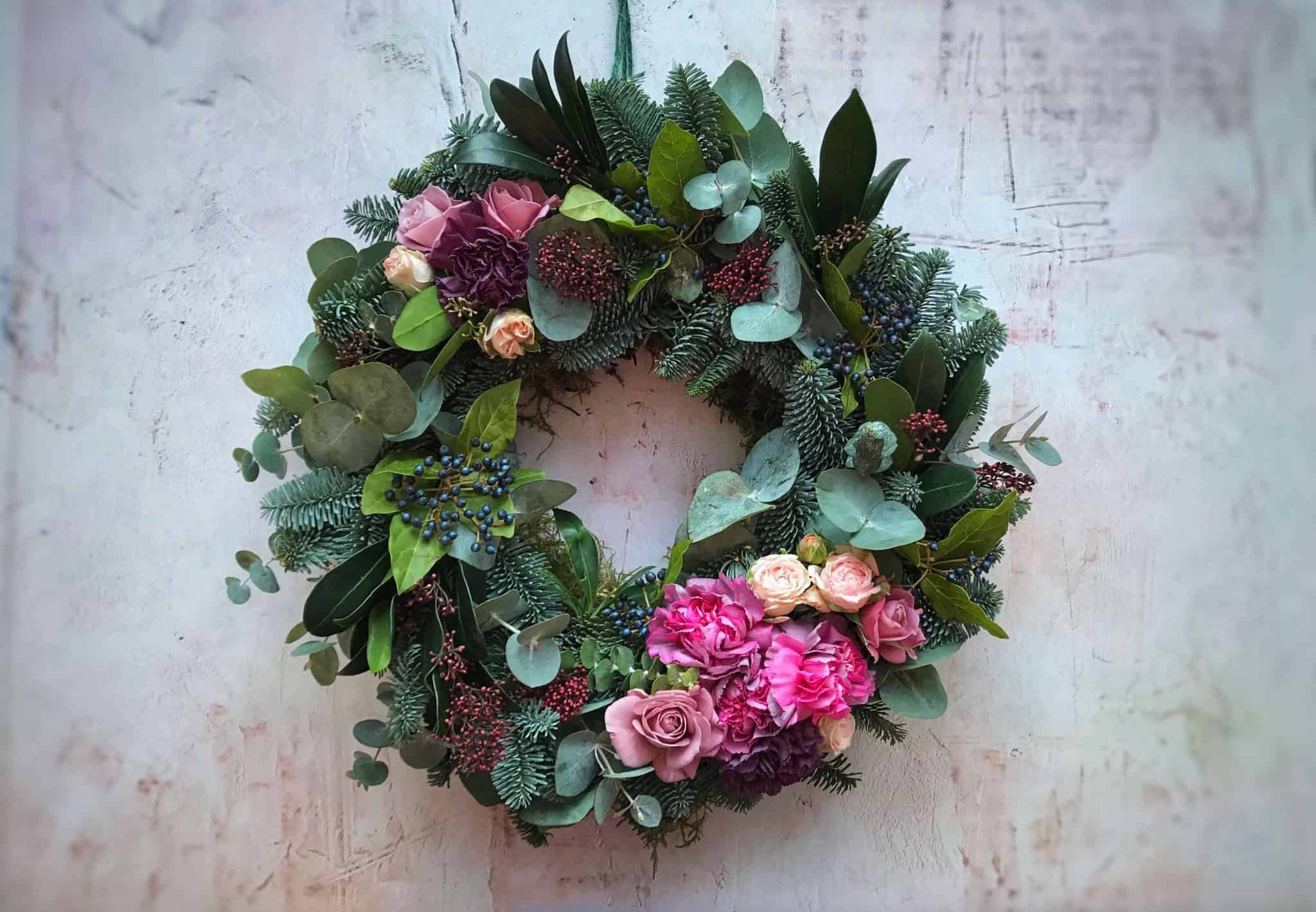Making a Contemporary Christmas Wreath