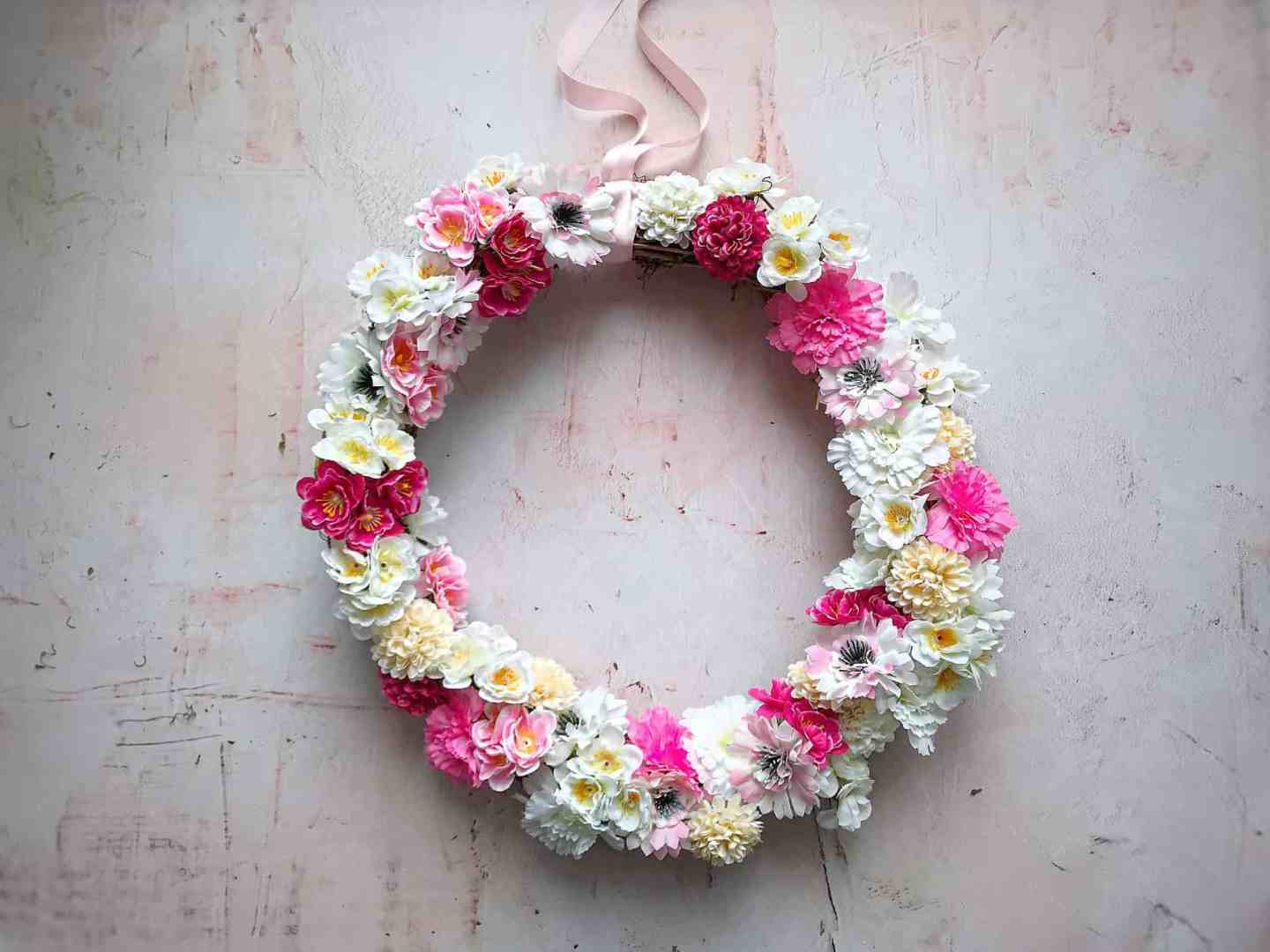 How To Make An Easy Spring Wreath in Minutes