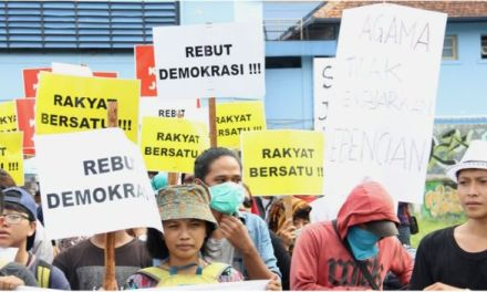 Plan to Outlaw Gay Sex Narrowly Fails in Indonesia
