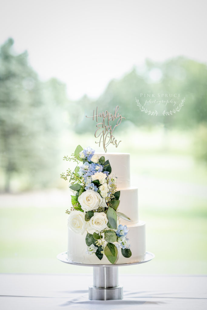 Meringue Bakery Wedding Cake | Wedding at Cedar Creek Country Club | Kara + David | Onalaska Wisconsin Wedding Photographer