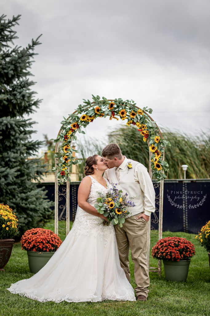Family Farm Wedding in Fountain City Wisconsin · Bethany + Ethan | Wisconsin Wedding Photographer