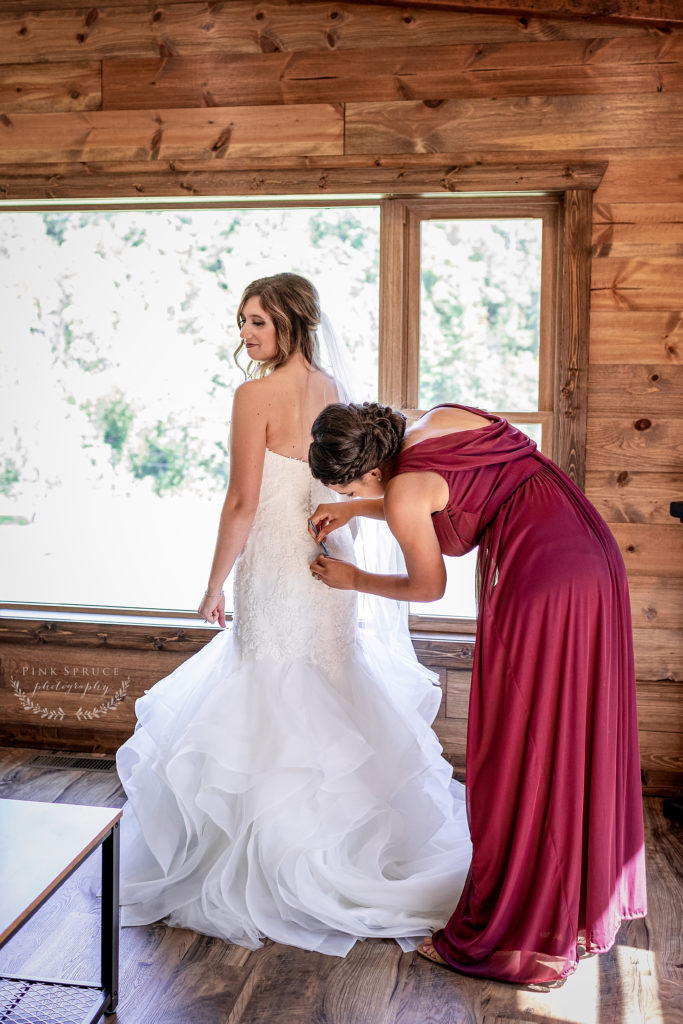 Getting Ready for a Winnebago Springs Wedding · McKennah + Jacob   Minnesota Wedding Photographer