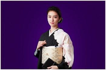 武井咲接棒米仓凉子演出「黑色皮革手册」,首次挑战恶女角色。