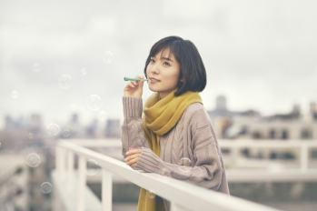 【日本廣告】超美的啦~ 松岡茉優翻唱槇原敬之的「無論在何時」!於品牌影片中表現失戀女子如何走過情傷~[內有影片]
