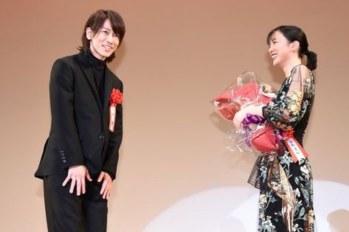 【日娛】果然最懂鈴愛的還是律啊~ 永野芽郁獲頒「2019年エランドール賞」新人賞,因佐藤健的感人話語濕了眼眶。