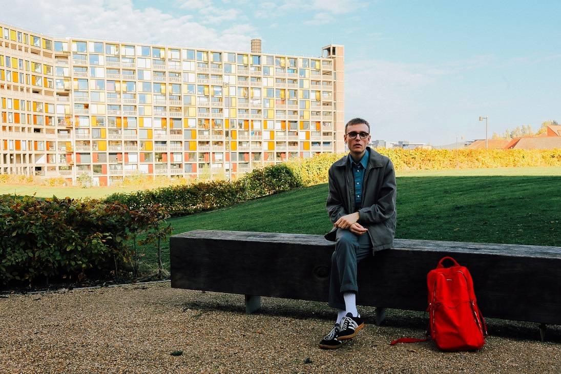 Robbie Thompson Drops Post-Industrial-Inspired Folk Stomper