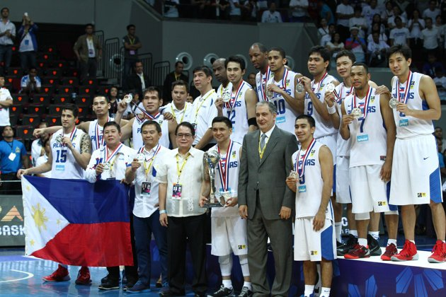 Yahoo PH Sports - Gilas Pilipinas at the awarding ceremonies of the 27th FIBA Asia Championship held August 11, 2013 at the Mall of Asia Arena. (Czeasar Dancel/NPPA Images)
