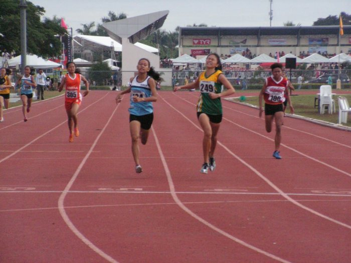 The Happiest Girl in the Palaro in green Feiza Lenton holds off the fast finishing Anjelica De Josef in blue Photo Credit: Airnel T. Abarra pinoyathletics.info copyright 2015