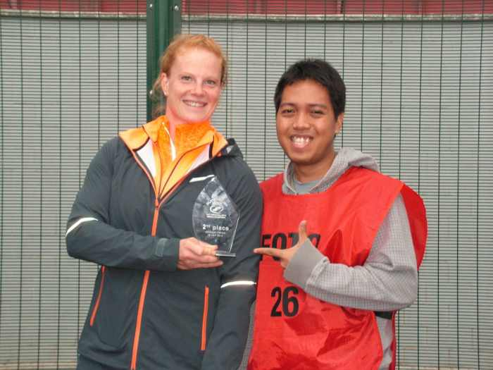 06-Pose with once world record holder and Olympic medalist in Women's Hammer Throw, Germany's Betty Heidler.