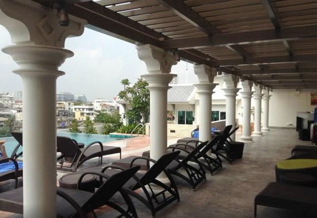 rooftop-pool-chillax-bangkok