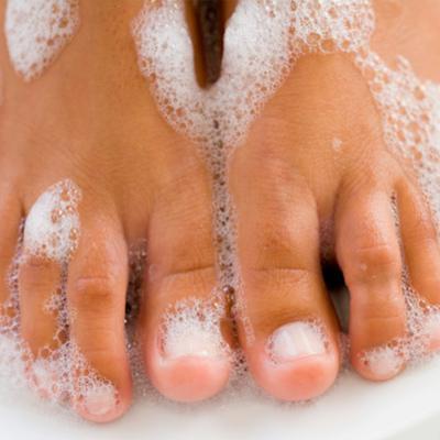 whiten toenails with toothpaste pintester