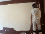 Aplicando esmalte pymacril color marron