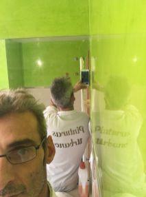 Reflejos sobre estuco veneciano verde paredes wc (7)