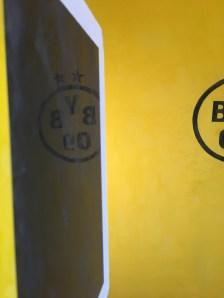 Muestras Estuco Negro y Amarillo con Escudo (2)