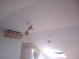 Aplicado 3 manos de Aguaplast en techo y paredes Buhardilla (7)