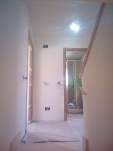 Aplicado 3 manos de Aguaplast en techo y paredes Distribuidor 1ª planta (1)