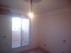 Aplicado 3 manos de Aguaplast en techo y paredes habitacion 2 (5)