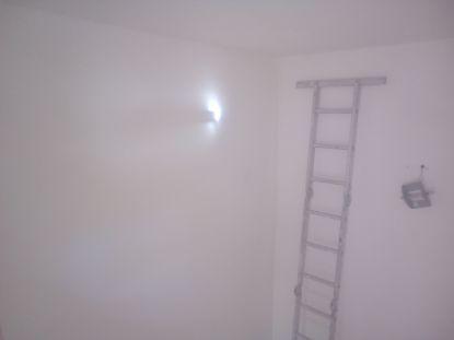 Aplicado 3 manos de Aguaplast en techo y paredes tiro de escalera a buhardilla (1)