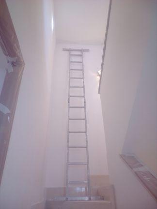 Aplicado 3 manos de Aguaplast en techo y paredes tiro de escalera a buhardilla (6)