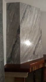estuco marmoleado a 3 colores en chimenea con cera alex (2)