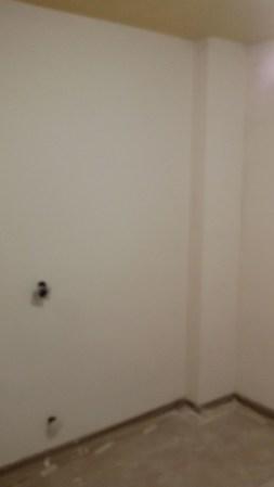 Aplicado 3ª mano de aguaplast fino en paredes habitacion 1 (1)