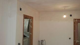 Aplicado 3ª mano de aguaplast fino en paredes salon parte alta (1)