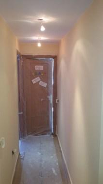 1 mano de plastico sideral color marron en paredes (4)