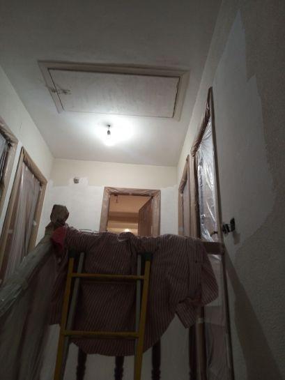 Aplicando 1ª mano de aguaplast rellenos en paredes (7)