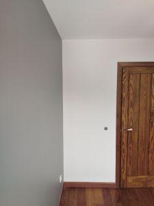Habitacion 1 Plastico color gris claro y esmalte gris oscuro (5)