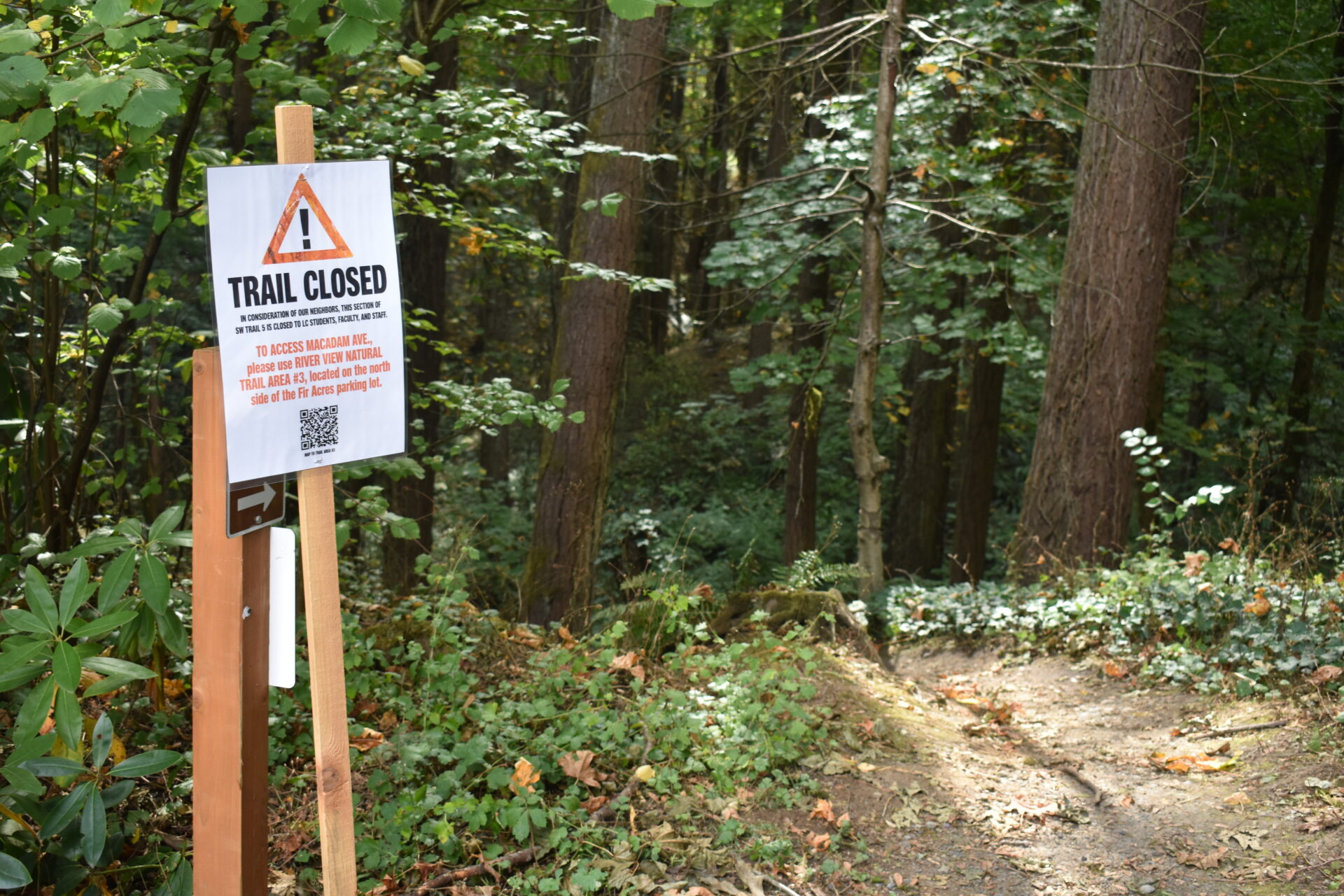 The entrance to SW Trail #5 by the rose garden has a sign that announces it is closed to LC students, staff and faculty.