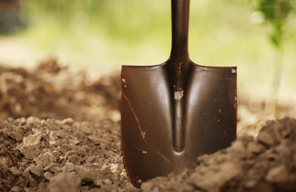 Shovel   34 Must-Have Tools for Homesteading http://pioneersettler.com/best-homesteading-tools