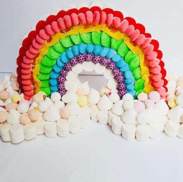 tarta con forma de arcoiris para fiestas madrid
