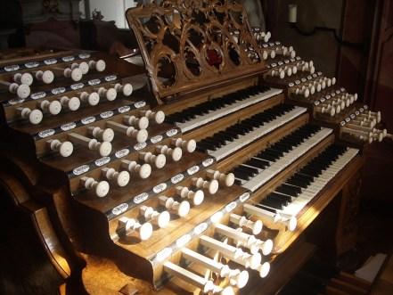 Console, Weingarten organ, photo by Andreas Praefcke