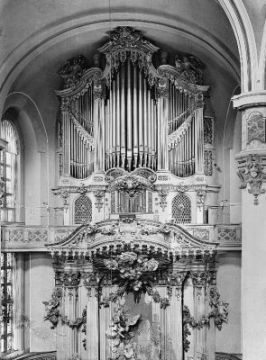 Frauenkirche organ in 1933, photo from Sächsische LandesbibliothekDresden - Malter Möbius