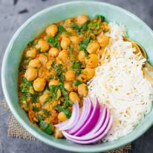 vegan chickpea curry with spinach made in the instant pot