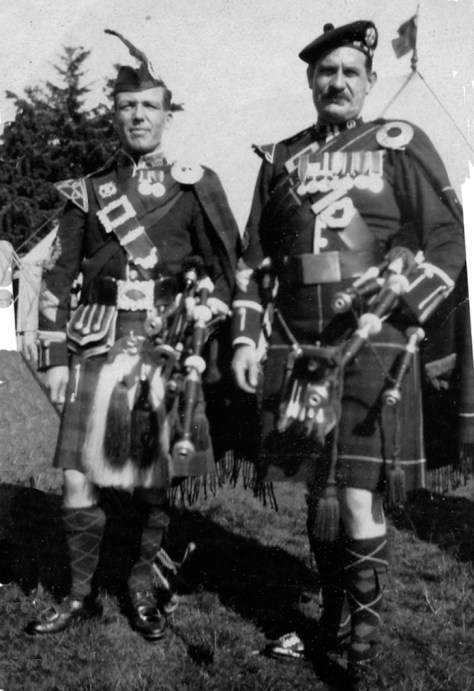 194 - two pipers