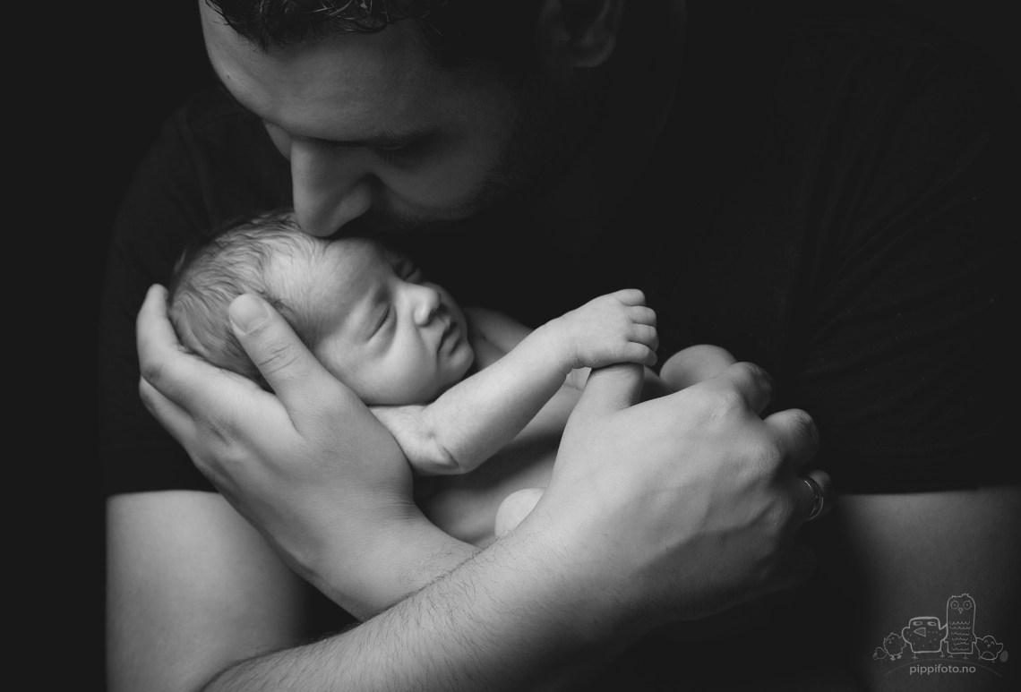 pappa-nyfødtfotografering-familiefotografering-nyfødt-baby