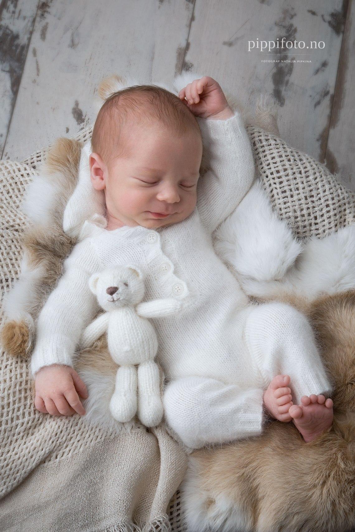 babyfoto-nyfoedtfotografering-oslo-nyfødtfoto-nyfødtgutt-babygutt-babyklær-fotograf-oslo