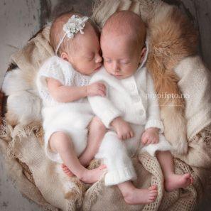 nyfødt-tvillinger-gravis-med-tvillinger