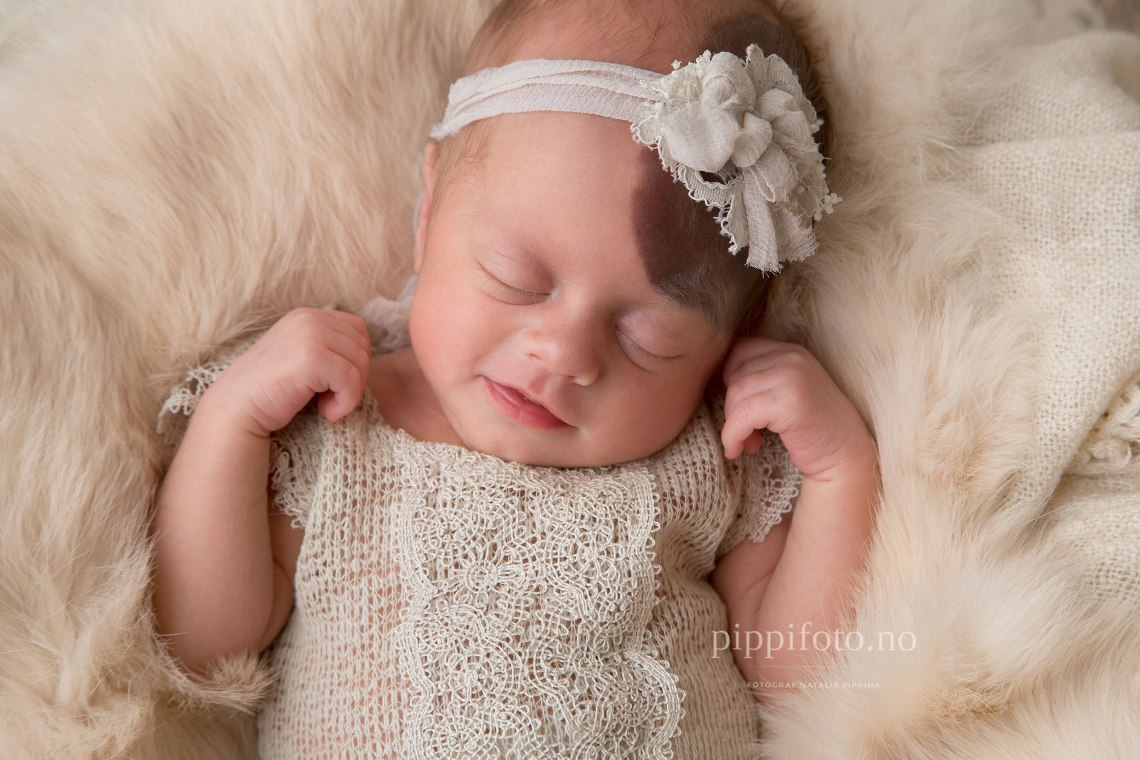 nyfødtjente-baby-newbornbaby-nyfødtfotograf-akershus