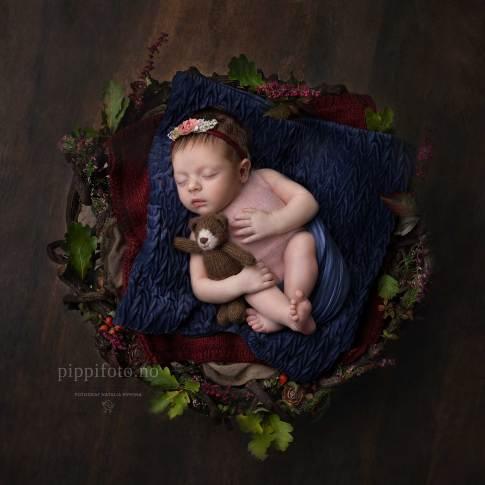 babyfotografering-oslo-babyfoto-nyfødt-baby-amming-familiefotografering-med-nyfødt