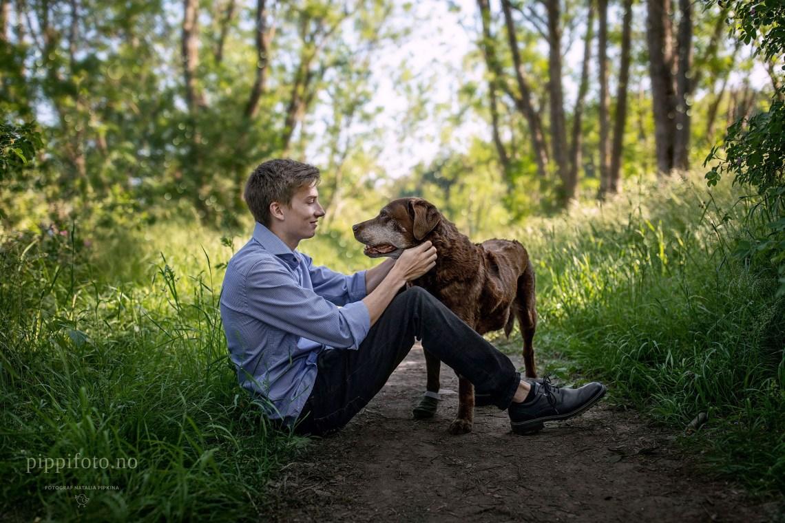 venner-familiefotografering-utendørsfotografering-utendørs-hund-gammel-venn