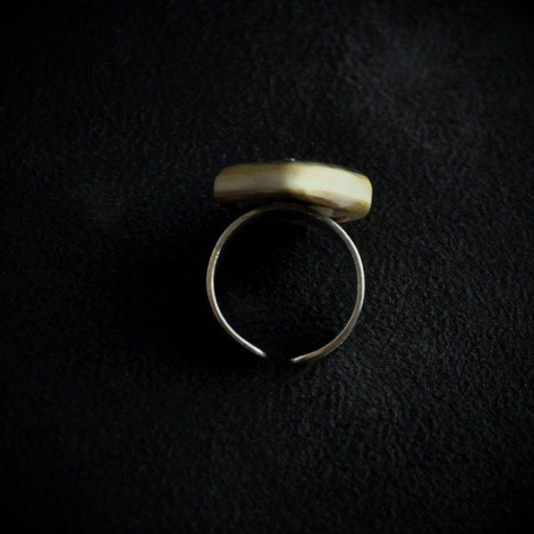 Bague montée sur argent en écorce d'ivoire de mammouth de Sibérie