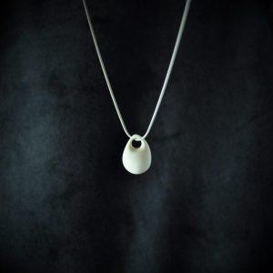 """Reproduction de perles dites """"panier""""du site prehistorique de Castel Merle"""