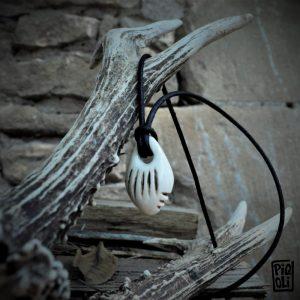 perle Roc aux sorciers Angles sur Anglin reproduction en ivoire de mammouth préhistoire magdalénien moyen